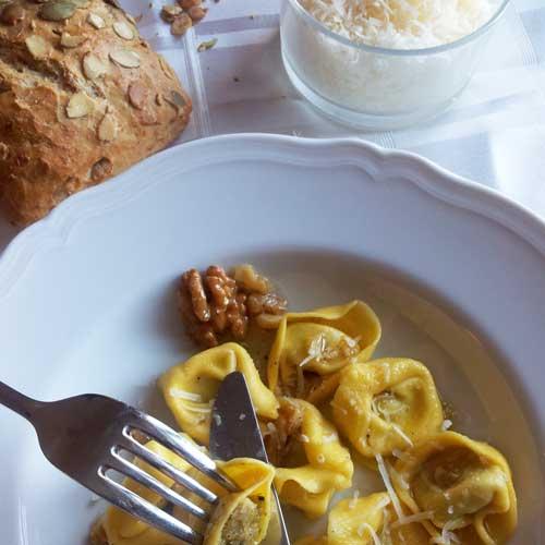 Tortellini met Walnoten & Honing Saus